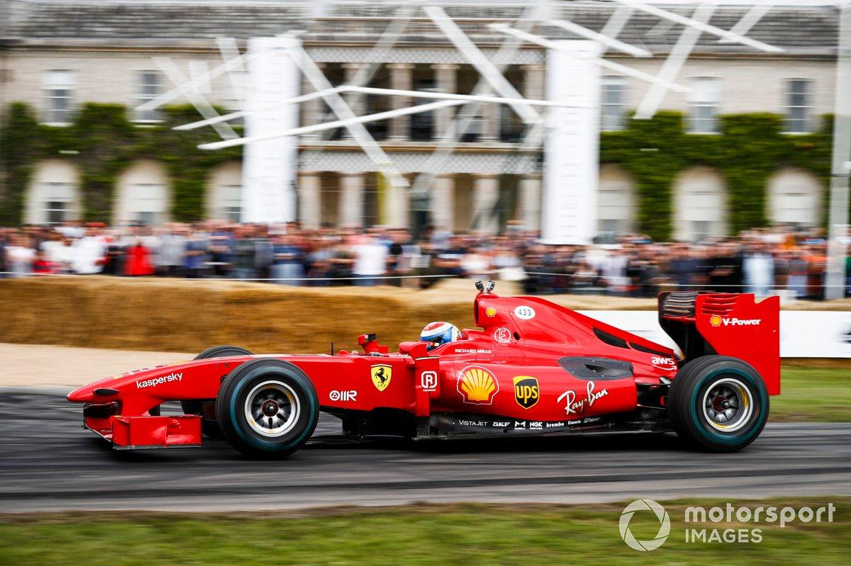 Marc Gené au volant de la Ferrari F60 (2009)