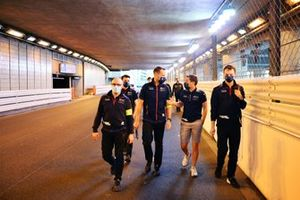 Robin Frijns, Envision Virgin Racing, walks the track