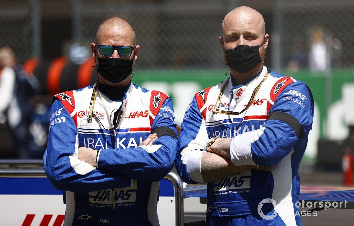Los mecánicos de Haas F1 en la parrilla