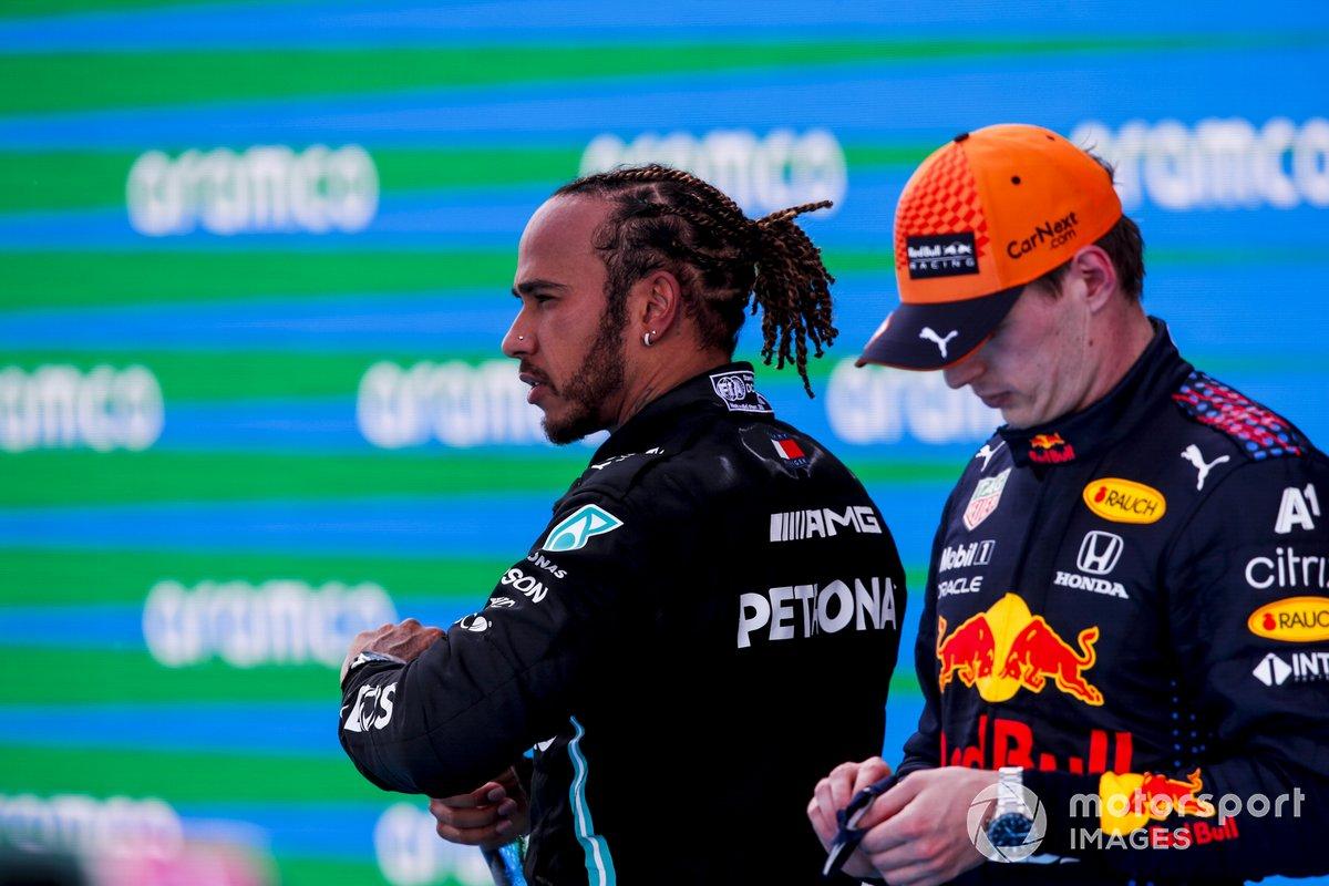 Podio: segundo lugar Max Verstappen, Red Bull Racing, ganador de la carrera Lewis Hamilton, Mercedes