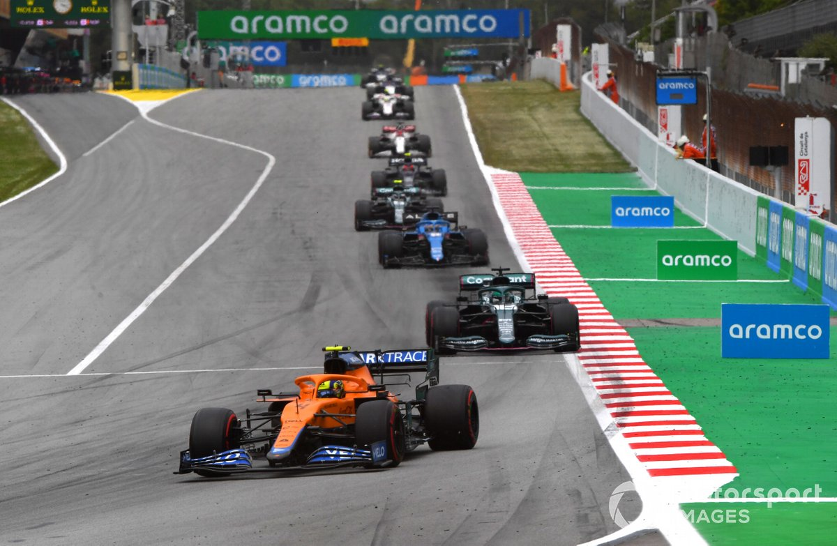 Lando Norris, McLaren MCL35M, Lance Stroll, Aston Martin AMR21, Fernando Alonso, Alpine A521