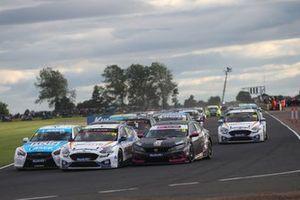 Start - Jake Hill, MB Motorsport Ford Focus ST