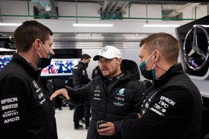 Valtteri Bottas, Mercedes, met teamgenoten