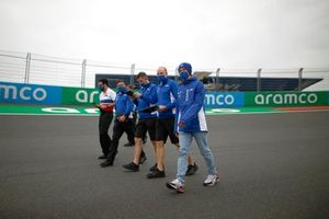 Mick Schumacher, Haas VF-21 and team members track walk
