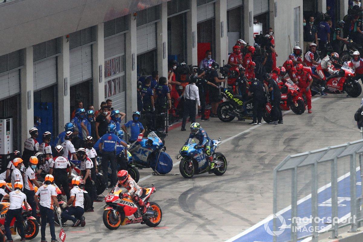 Marc Marquez, Repsol Honda Team, scambio di moto in corsia box