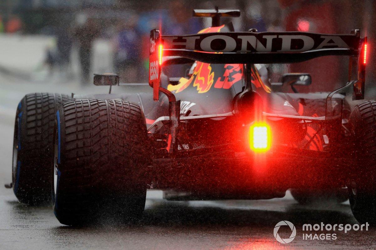 Max Verstappen, Red Bull Racing RB16B, sulla griglia di partenza