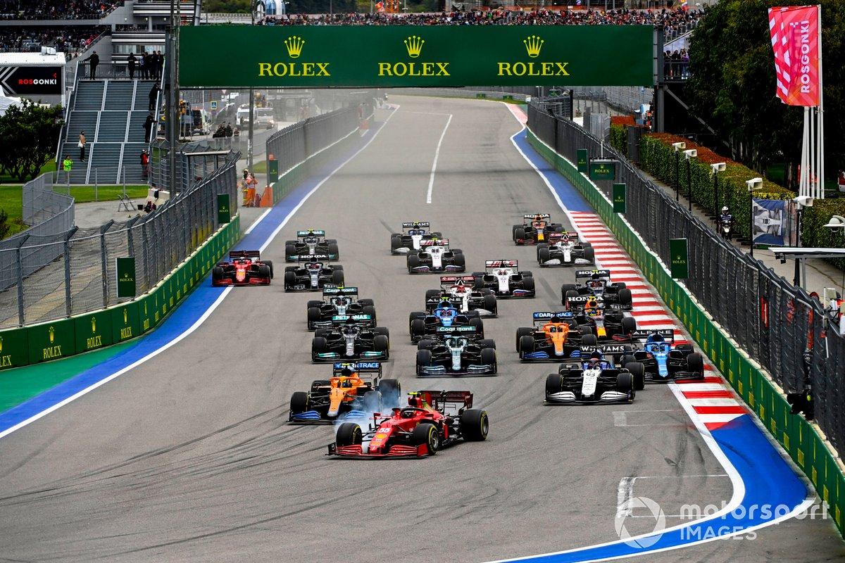 Inicio: Carlos Sainz Jr., Ferrari SF21, Lando Norris, McLaren MCL35M, George Russell, Williams FW43B, Lance Stroll, Aston Martin AMR21, Fernando Alonso, Alpine A521