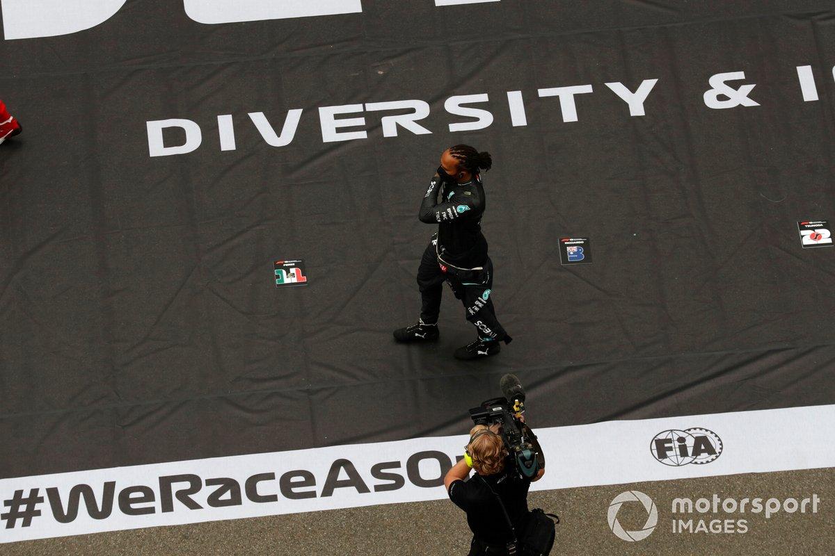 Lewis Hamilton, Mercedes, en la parrilla