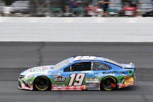 Martin Truex Jr., Joe Gibbs Racing, Toyota Camry Resers Fine Foods #LetsPicnic