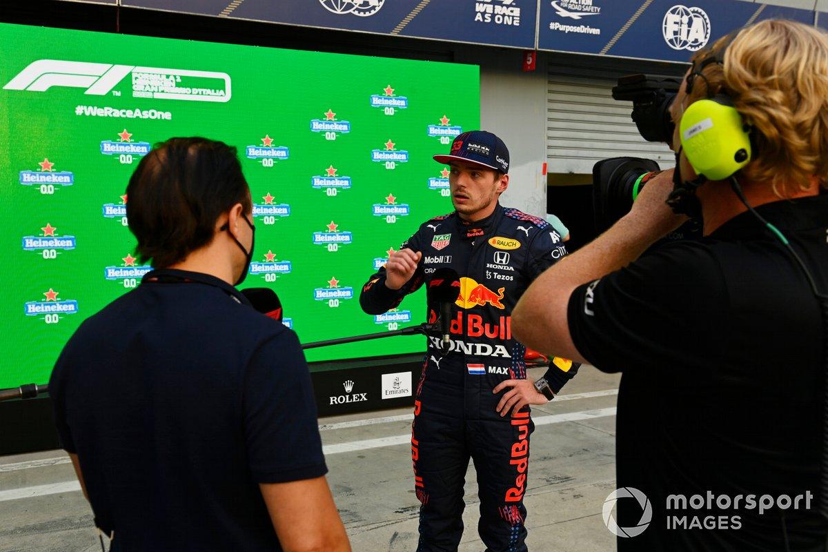 Max Verstappen, Red Bull Racing, es entrevistado por Felipe Massa en el Parc Ferme tras la clasificación