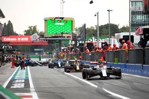 Antonio Giovinazzi, Alfa Romeo Racing C41, Sergio Perez, Red Bull Racing RB16B, in the pit lane