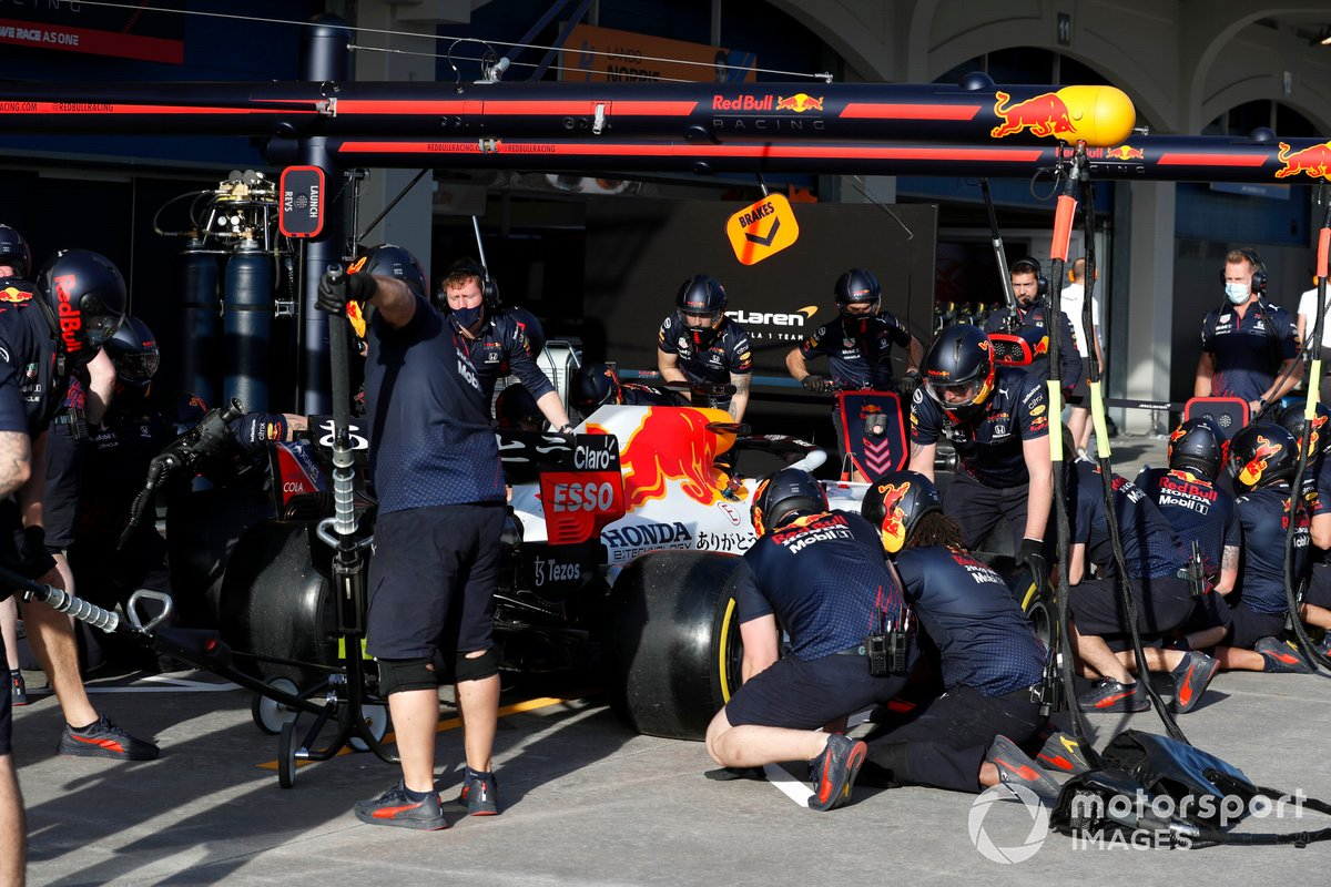 Max Verstappen, Red Bull Racing RB16B in pits