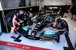 Auto di Lewis Hamilton, Mercedes W12 in garage