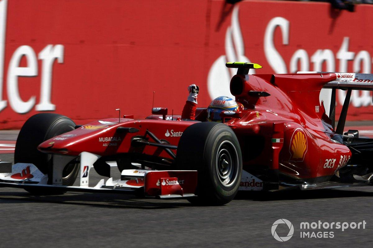 El ganador de la carrera Fernando Alonso, Ferrari F10
