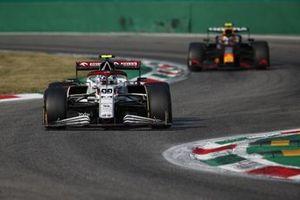 Antonio Giovinazzi, Alfa Romeo Racing C41, Sergio Perez, Red Bull Racing RB16B