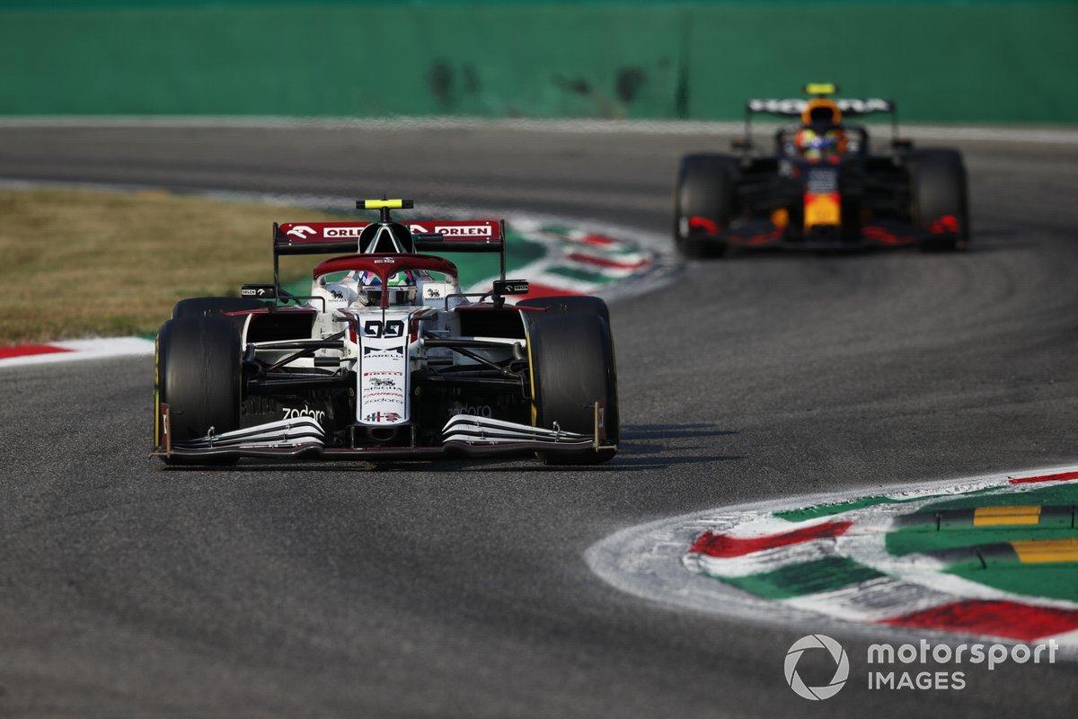 Antonio Giovinazzi, Alfa Romeo Racing C41, Sergio Pérez, Red Bull Racing RB16B