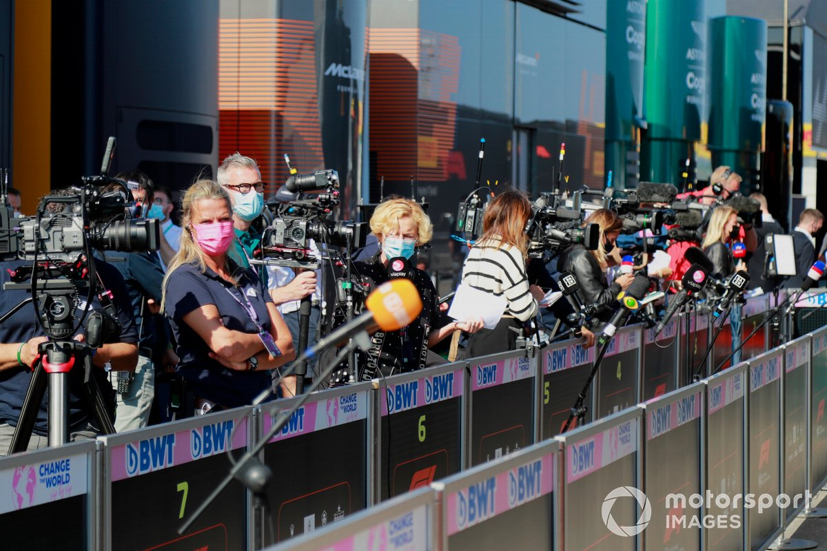 Reporteros y representantes de los medios de comunicación
