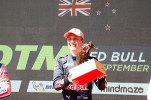 Podium: Racewinnaar Liam Lawson, AF Corse
