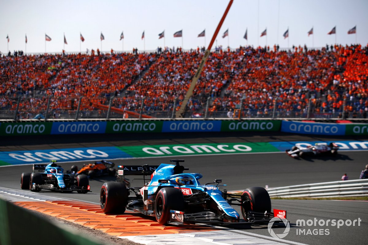 Fernando Alonso, Alpine A521, Esteban Ocon, Alpine A521, Daniel Ricciardo, McLaren MCL35M