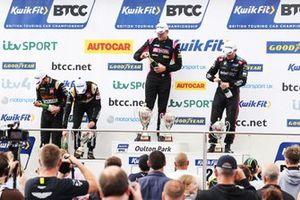 Podium Race 3, Gordon Shedden, Team Dynamics Honda Civic Type R, Daniel Rowbottom, Team Dynamics Honda Civic Type R and Senna Proctor, BTC Racing Honda Civic Type R