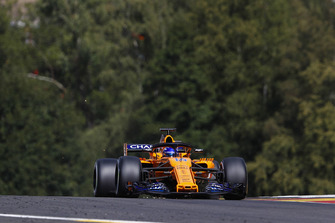 Fernando Alonso, McLaren MCL33, strikes up sparks