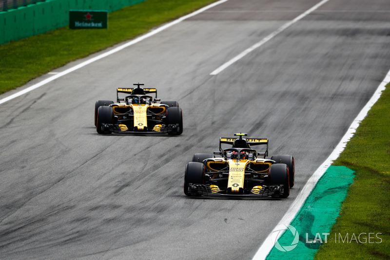 Carlos Sainz Jr., Renault Sport F1 Team RS 18, Nico Hulkenberg, Renault Sport F1 Team RS 18
