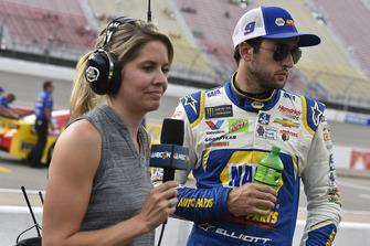 Chase Elliott, Hendrick Motorsports, Chevrolet Camaro. mit Kelly Stavast, NBC