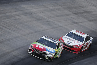 Kyle Busch, Joe Gibbs Racing, Toyota Camry M&M's White Chocolate Ryan Blaney, Team Penske, Ford Fusion REV