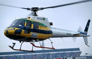 Helikopter in speciale kleuren ter nagedachtenis aan Ayrton Senna