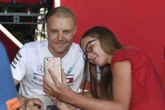 Valtteri Bottas, Mercedes AMG F1 takes a seflie with a fan