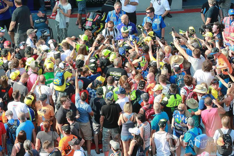 Valentino Rossi, Yamaha Factory Racing con los aficionados