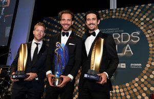 Sam Bird, DS Virgin Racing, Jean-Eric Vergne, TECHEETAH e Lucas di Grassi, Audi Sport ABT Schaeffler, con i trofei del campionato