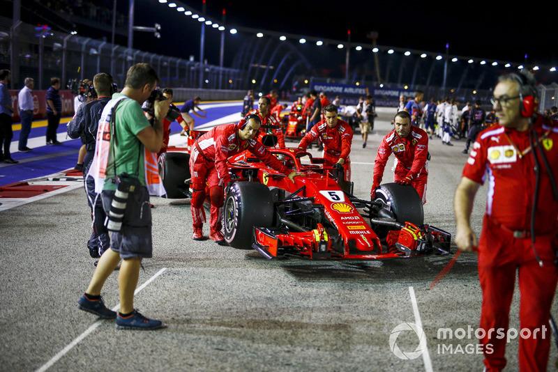 Sebastian Vettel, Ferrari SF71H, na polach startowych