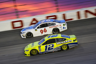 Ryan Blaney, Team Penske, Ford Fusion Menards/Duracell and Jeffrey Earnhardt, Gaunt Brothers Racing, Toyota Camry Xtreme Concepts