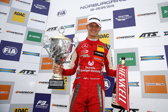 Podium: Race winnaar Mick Schumacher, PREMA Theodore Racing Dallara F317 - Mercedes-Benz