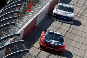 Brad Keselowski, Team Penske, Ford Mustang Snap-On and Elliott Sadler, JR Motorsports, Chevrolet Camaro Armour Chili