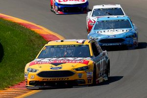 Clint Bowyer, Stewart-Haas Racing, Ford Fusion Rush Truck Centers and Kevin Harvick, Stewart-Haas Racing, Ford Fusion Busch Beer