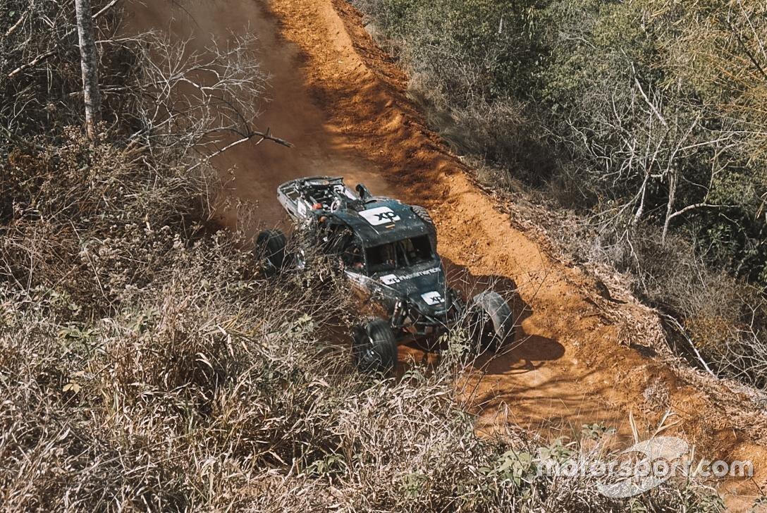Veículo de Barrichello, Camilo e Fraga