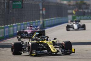 Daniel Ricciardo, Renault F1 Team R.S.20 Sergio Pérez, Racing Point RP20