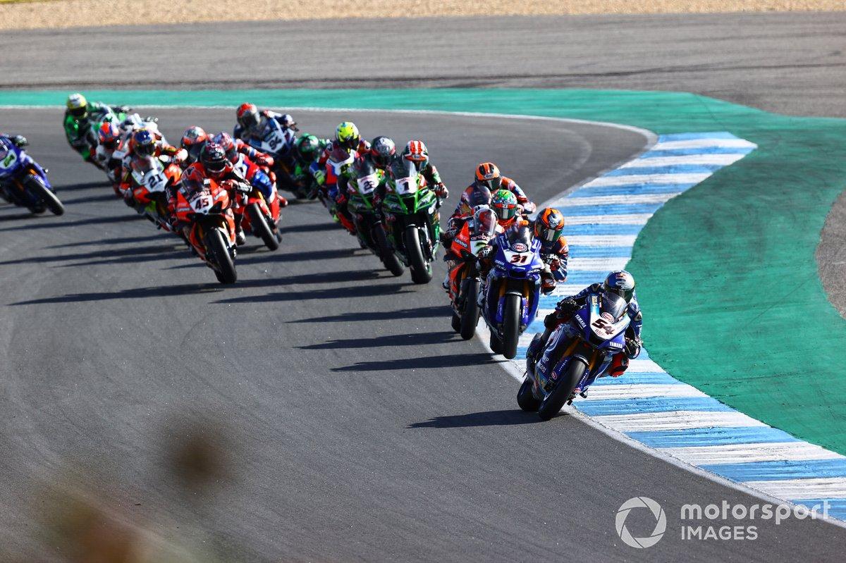 Toprak Razgatlioglu, Pata Yamaha leads the race start