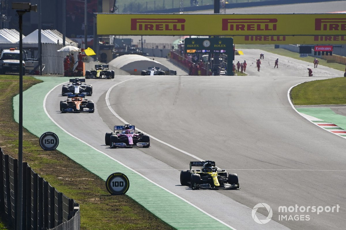 Daniel Ricciardo, Renault F1 Team R.S.20, Lance Stroll, Racing Point RP20, Carlos Sainz Jr., McLaren MCL35, and the rest of the field out of the pits for the restart