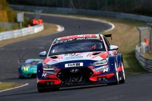 #831 Hyundai Motorsport Hyundai I30 N: Luca Engstler, Manuel Lauck, Harald Proczyk, Antti Buri