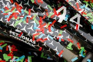 I coriandoli sulla Mercedes F1 W11 durante i festeggiamenti della Mercedes