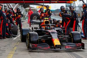 Alex Albon, Red Bull Racing RB16, leaves his ppit box after a stop