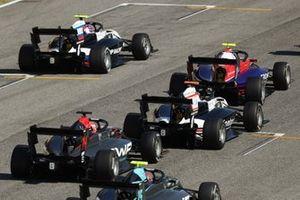Alexander Smolyar, ART Grand Prix devance David Beckmann, Trident, Sebastian Fernandez, ART Grand Prix et Enzo Fittipaldi, HWA Racelab