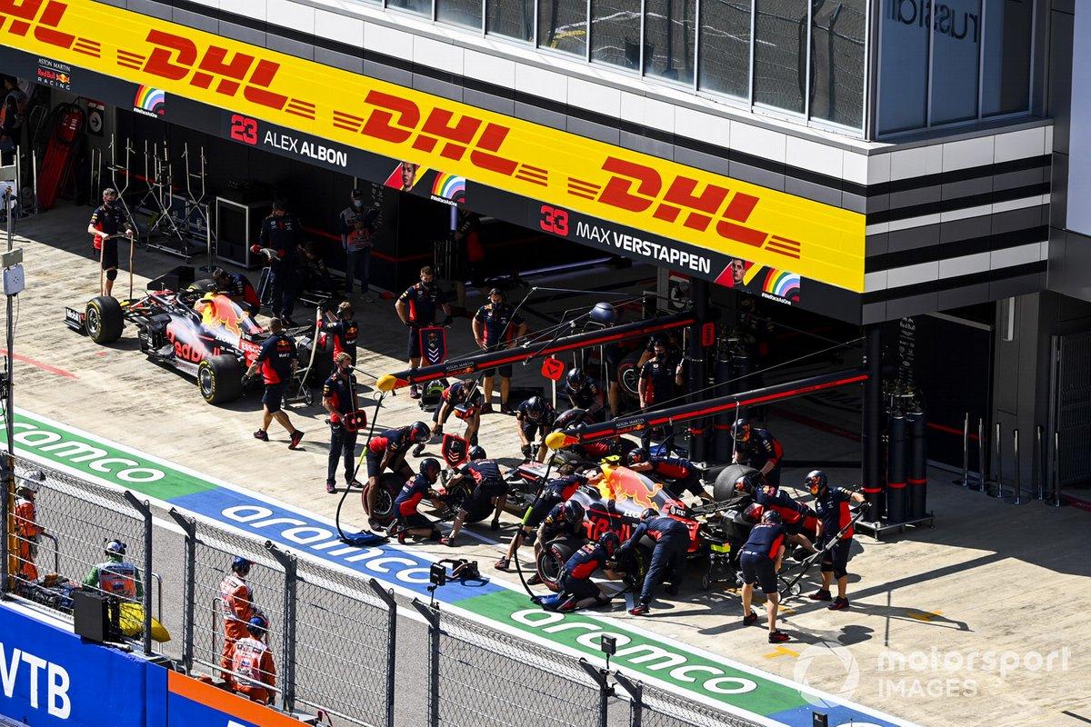 Max Verstappen, Red Bull Racing RB16, y Alex Albon, Red Bull Racing RB16