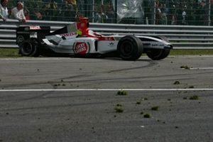 Jenson Button, BAR Honda 006 retired from the race after a spectacular tyre blow out on the run up to Les Combes