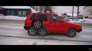 Fiat Uno de ocho ruedas
