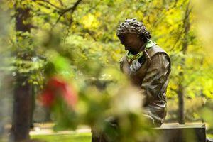 Памятник Айртону Сенне рядом с местом его гибели
