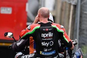 Bradley Smith, Aprilia Racing Team Gresini, después de la caída